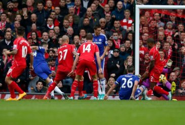 Chelsea's Gary Cahill (2nd L) shoots to score past Liverpool's goalkeeper Simon Mignolet during their English Premier League soccer match at Anfield in Liverpool, northern England, November 8, 2014.     REUTERS/Phil Noble (BRITAIN  - Tags: SPORT SOCCER) FOR EDITORIAL USE ONLY. NOT FOR SALE FOR MARKETING OR ADVERTISING CAMPAIGNS. EDITORIAL USE ONLY. NO USE WITH UNAUTHORIZED AUDIO, VIDEO, DATA, FIXTURE LISTS, CLUB/LEAGUE LOGOS OR 'LIVE' SERVICES. ONLINE IN-MATCH USE LIMITED TO 45 IMAGES, NO VIDEO EMULATION. NO USE IN BETTING, GAMES OR SINGLE CLUB/LEAGUE/PLAYER PUBLICATIONS.  - RTR4DCG0